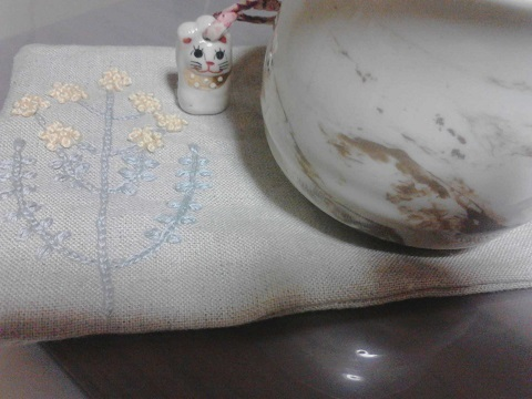 白湯と猫黄花コースター